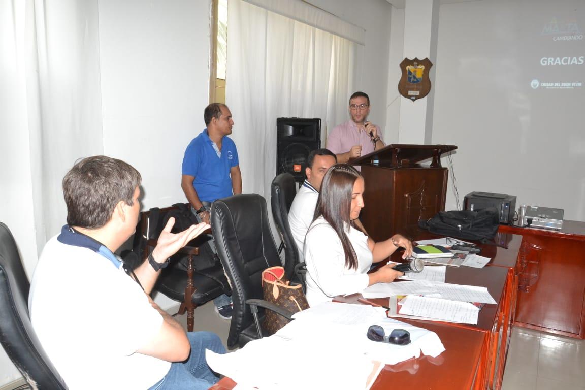 David De Marchena respondió los interrogantes de los concejales.