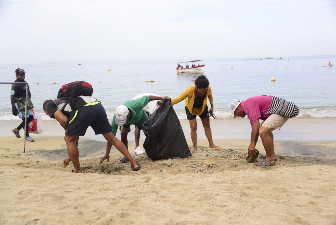 Jornada de limpieza en Playa Blanca