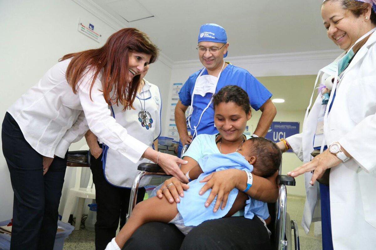 Rosa Cotes en una de sus visitas de supervisión a la red hospitalaria pública del Magdalena.