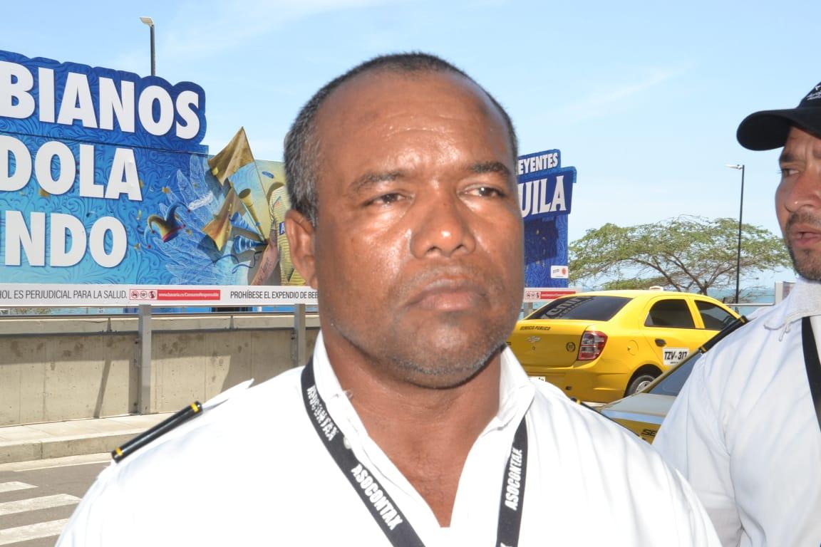 Garis Montero, conductor de taxis que se estaciona en el aeropuerto