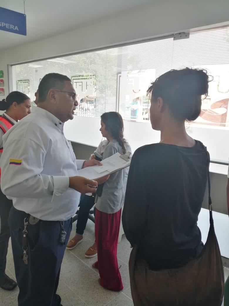 Aneta estuvo acompañada por personal de Migración Colombia durante unos exámenes de rutina en el hospital Julio Méndez Barreneche.