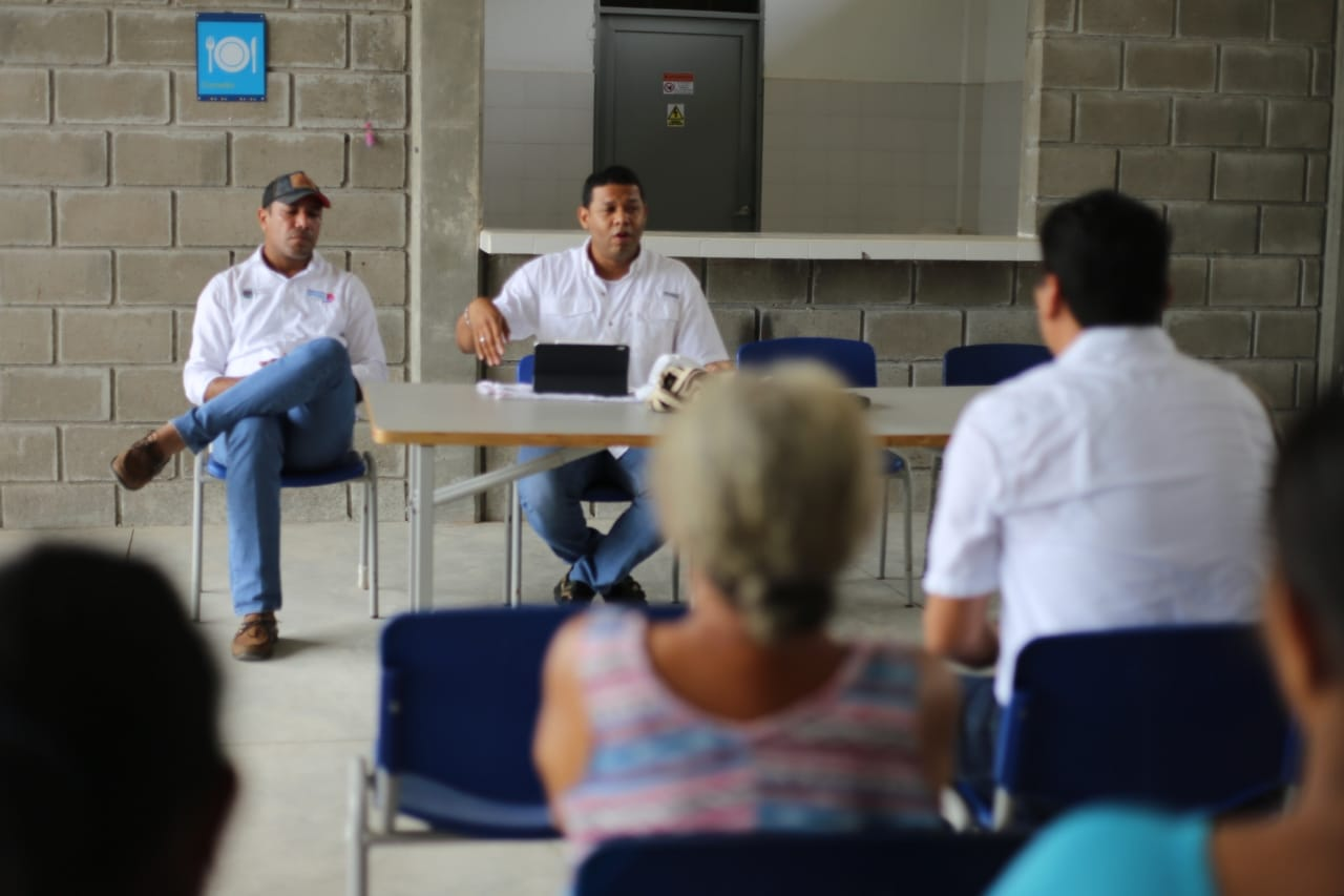 Ricardo Torres, gerente de Aguas del Magdalena, socializó con la comunidad las fallas que tienen en el sistema.