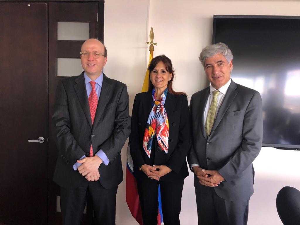 Andrés Rugeles y Rosa Cotes reunidos con el ministro de Salud, este miércoles en Bogotá.