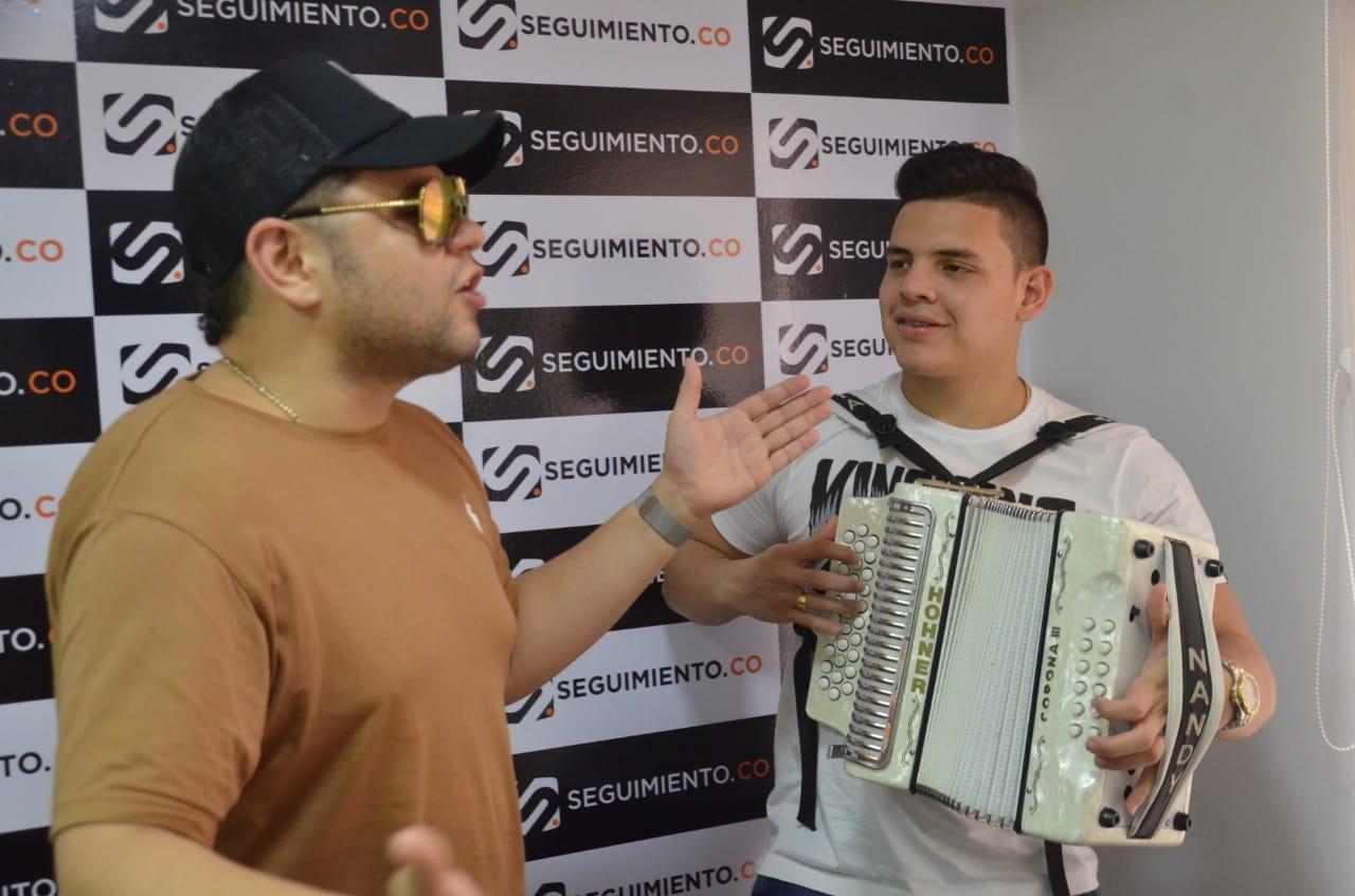 Luifer Cuello y Nandy Mejía promocionando 'Mi Coqueta'