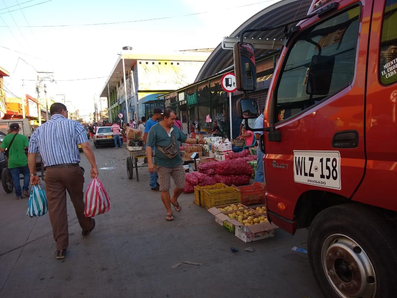 Vuelven los vendedores ambulantes a las calles del Mercado