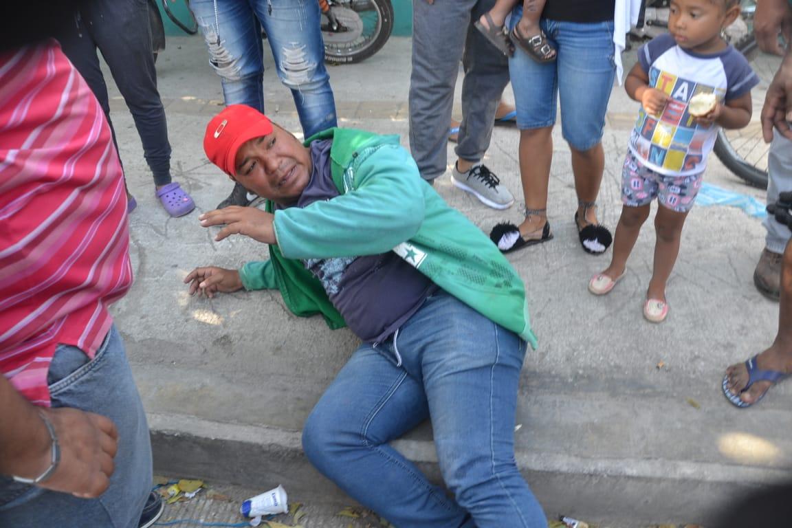 Mototaxista lesionado tras ser impactado por el carro donde se desplazaba la víctima.