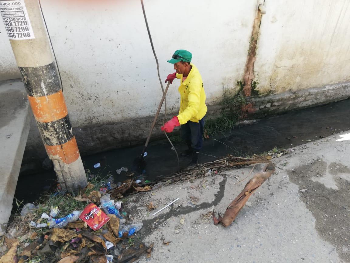 Essmar dispuso de operarios para limpieza esta zona de la ciudad