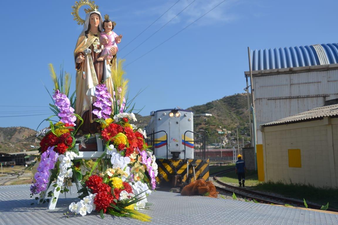 Virgen del Carmen, patrona de los transportadores del país.