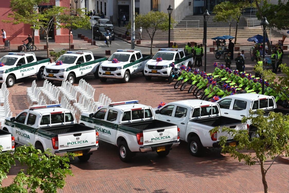 Camionetas y motocicletas para la Policía.