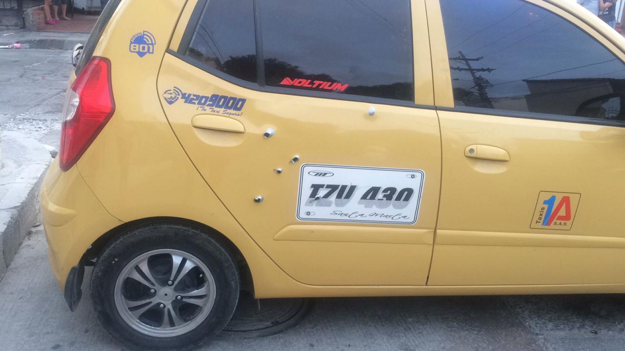 El vehículo también fue impacto en la parte donde se ubican los pasajeros.