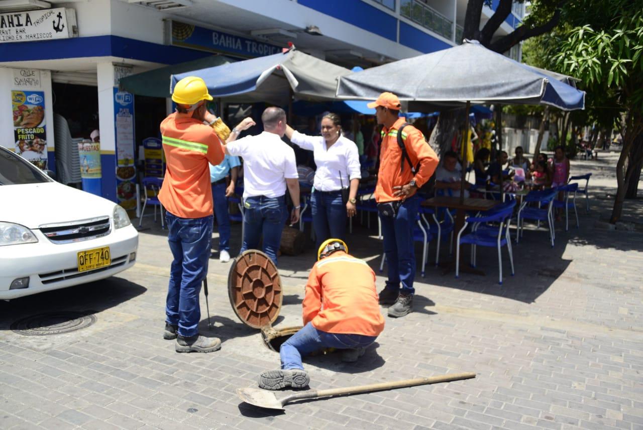 La Essmar realizó labores de limpieza y succión de las aguas estancadas en la carrera 1 entre calles 20 y 22.