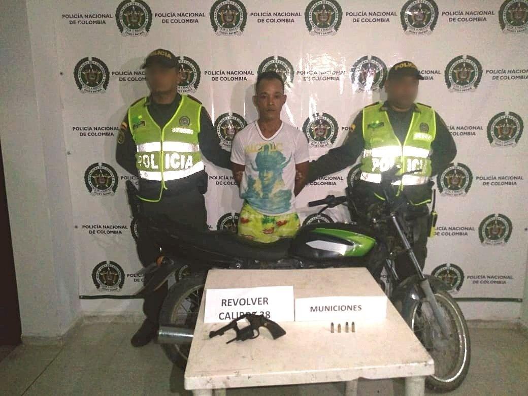 Los policías del cuadrante en el barrio La Esmeralda de Fundación aprehendieron a un motociclista.