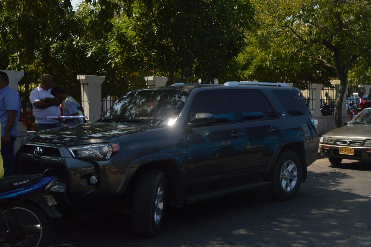 Esta es la camioneta en la que se mueve Carlos Caicedo, otorgada por la UNP.