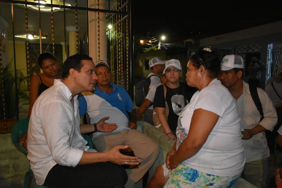 La visita le da al candidato la oportunidad de escuchar las necesidades de los samarios por barrio.