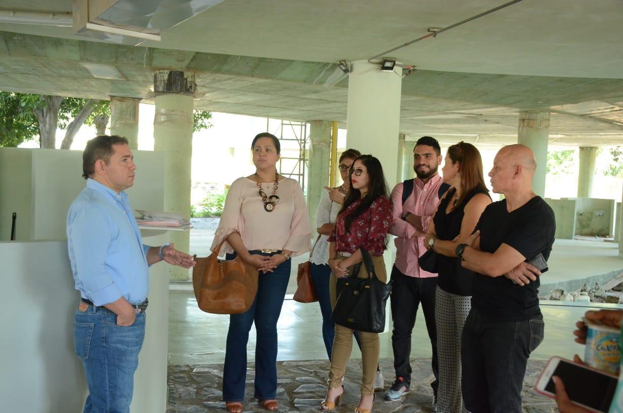 Rafael Martínez visitó la obra en compañía de varios funcionarios.