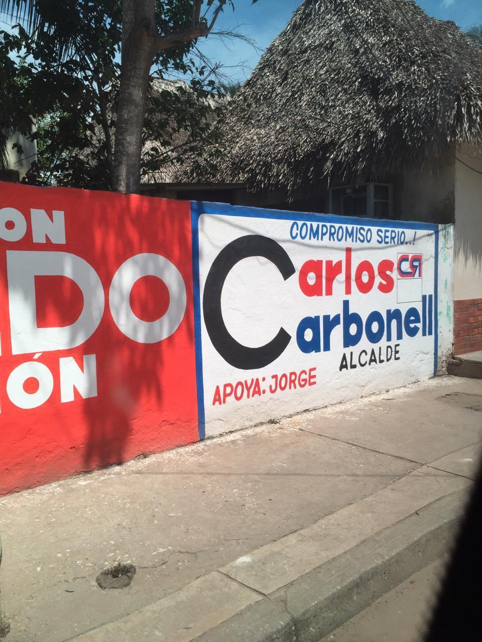Vallas en El Piñón que representan el apoyo de Jorge Caballero a Caicedo y a Carbonell.