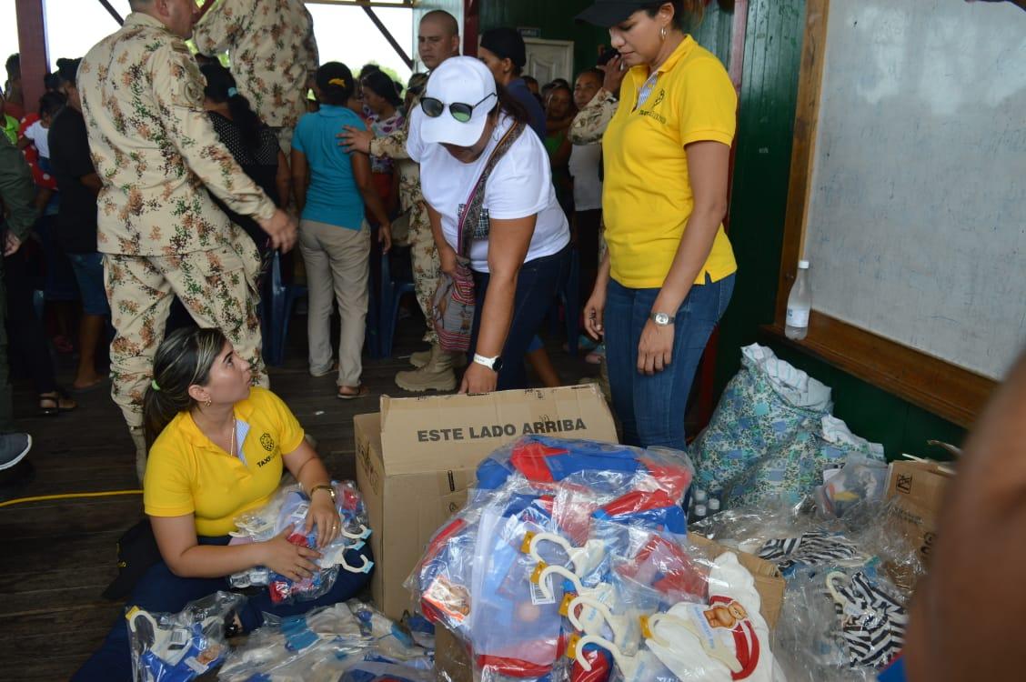 La ayuda se entregó a más de 2 mil personas en los pueblos palafitos.