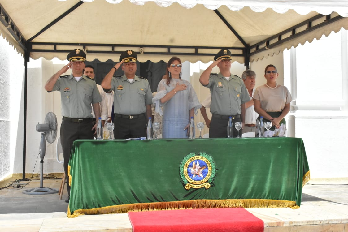 En la mesa principal hicieron presencia la Gobernadora, el coronel Berdugo y el coronel Dávila.