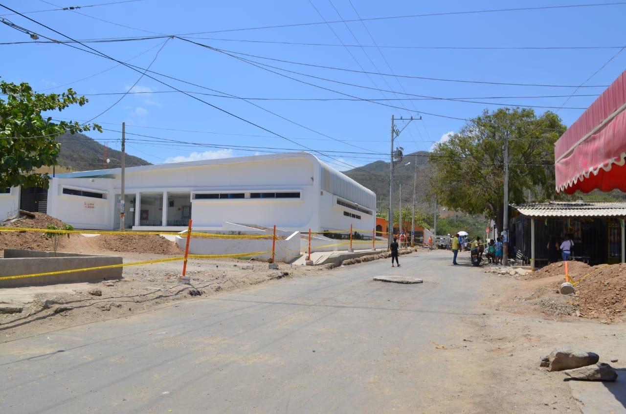 Vía de Taganga que está siendo intervenida.