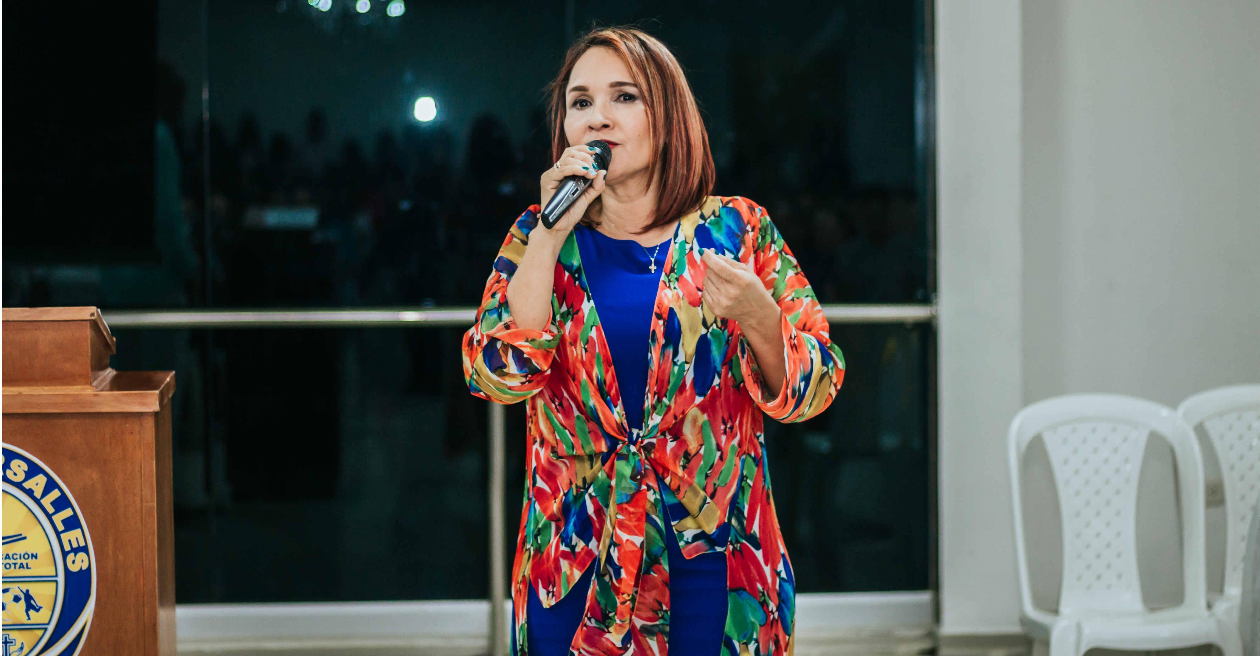 Clarena Lobo Almanza, rectora Liceo Versalles