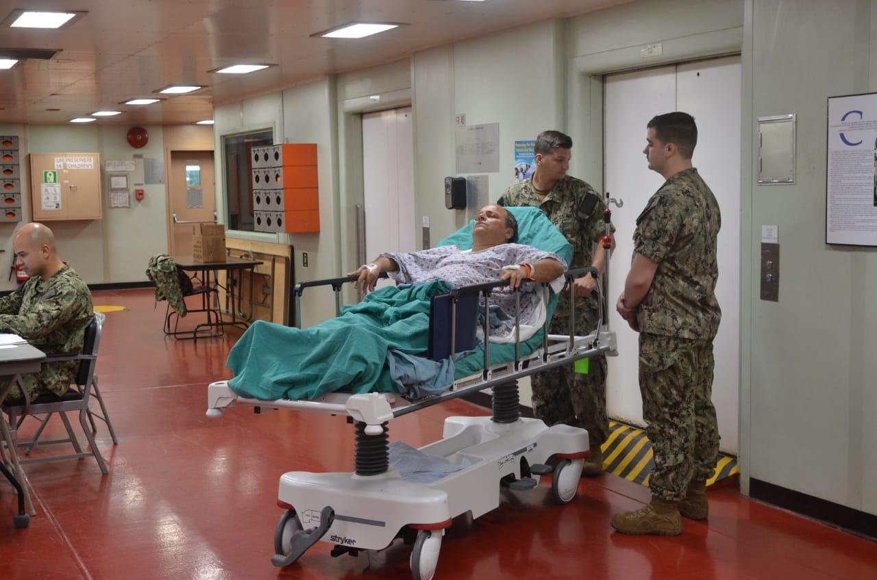 Paciente a bordo del buque Comfort