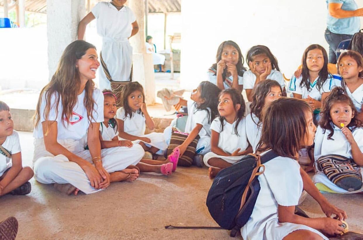 Actividades con los niños de la comunidad indígena.