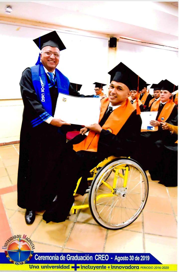 Edgar Yanes en su graduación en la Universidad del Magdalena
