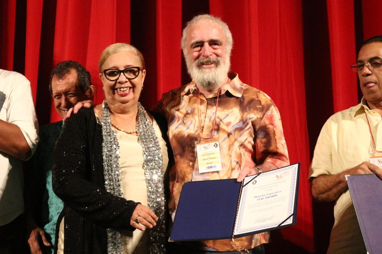 Personalidades del mundo teatral recibieron reconocimiento por su participación en el Festicaribe