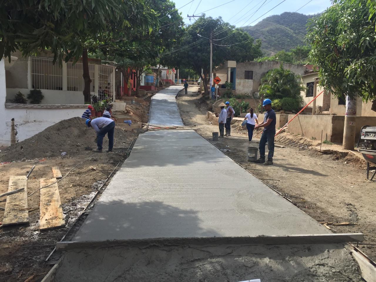 Obras de pavimentación en Luis R. Calvo.