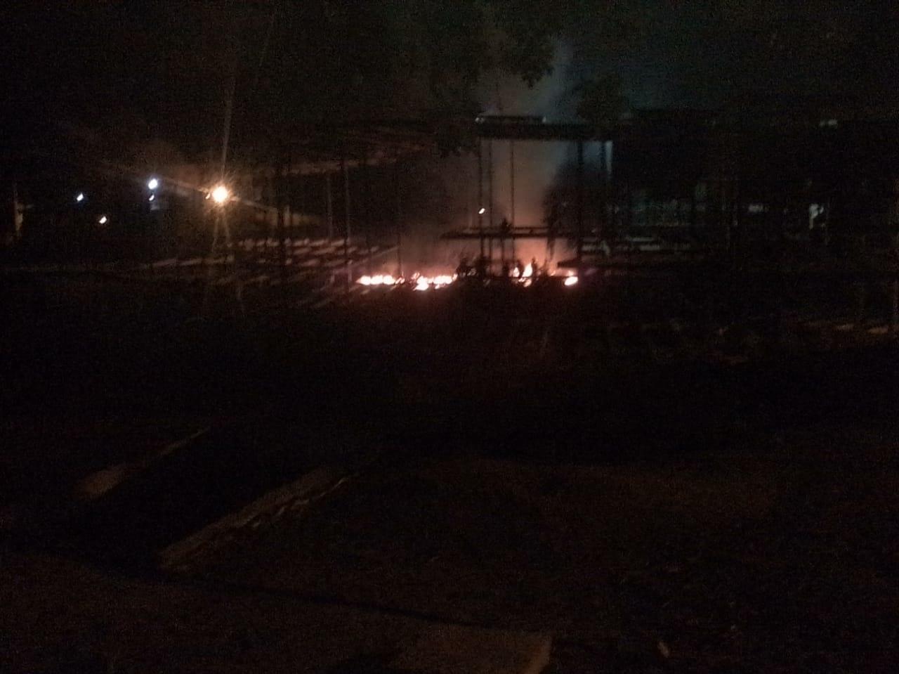 Incendio a las afueras del CDI de Bonda.