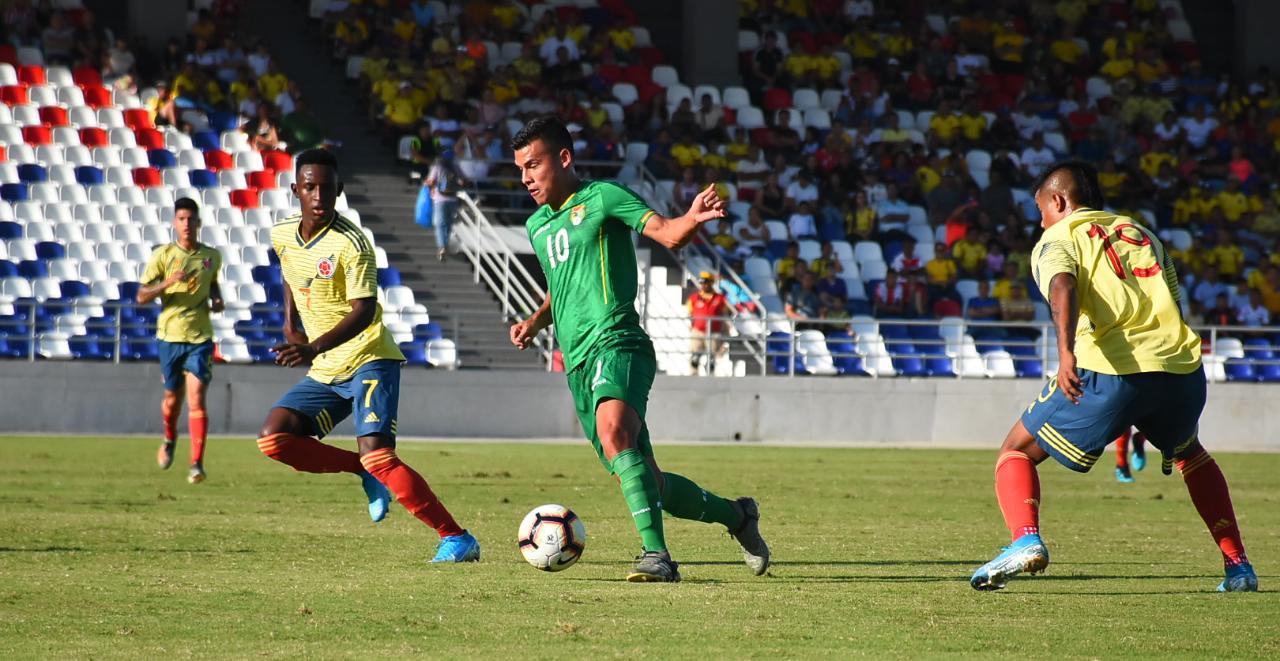 El volante boliviano Moisés Villarroel anotador del único gol del partido.