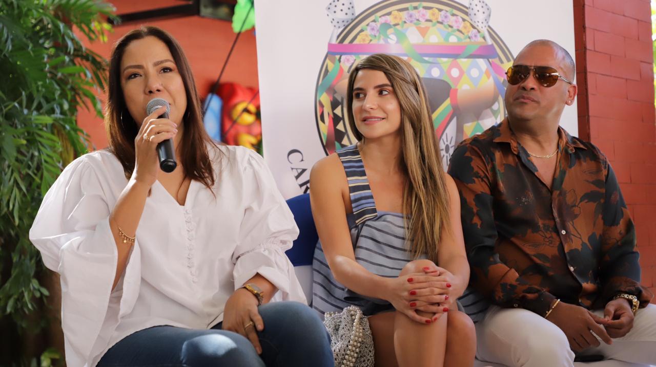 Xenia Fernández (directora artística), Marcela García (Reina del Carnaval de Barranquilla 2016) y Fausto Chatella (talento musical).