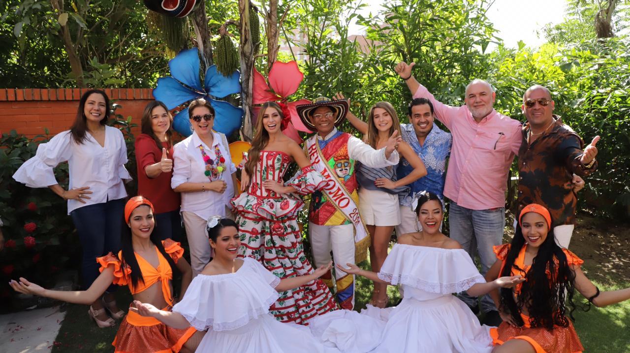 Reyes del Carnaval de Barranquilla 2020 junto a parte del equipo creativo de la Lectura del Bando.