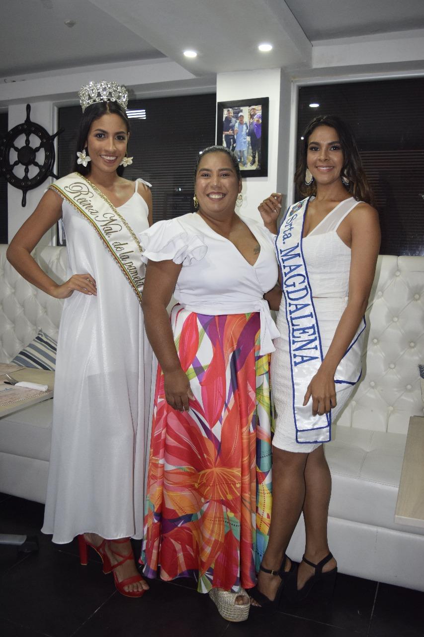 La Reina Nacional de la Panela, Angélica Castiblanco; la Señorita Magdalena, Jessica Gutiérrez y la diseñadora Karinsa Store