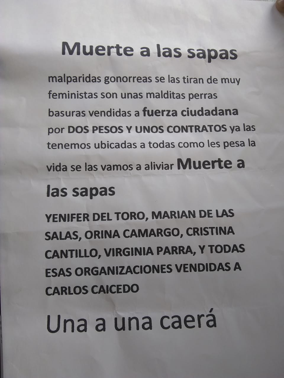 Panfleto que amenazas a colectivo de mujeres.