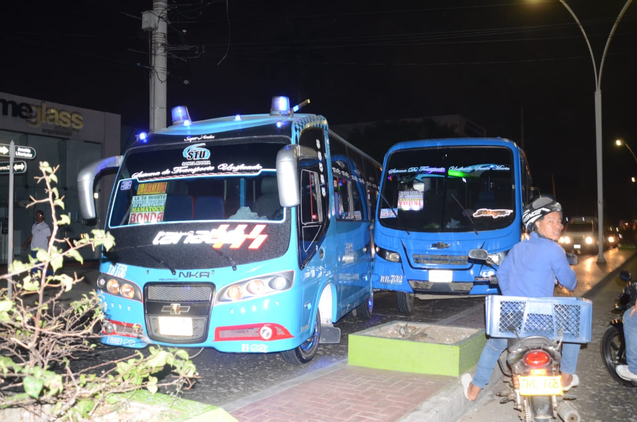 Dos buses también se chocaron en la noche del miércoles en la Avenida del Libertador.