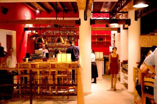 Balcón de Ouzo, restaurante donde los turistas estuvieron antes de presentar síntomas de intoxicación.