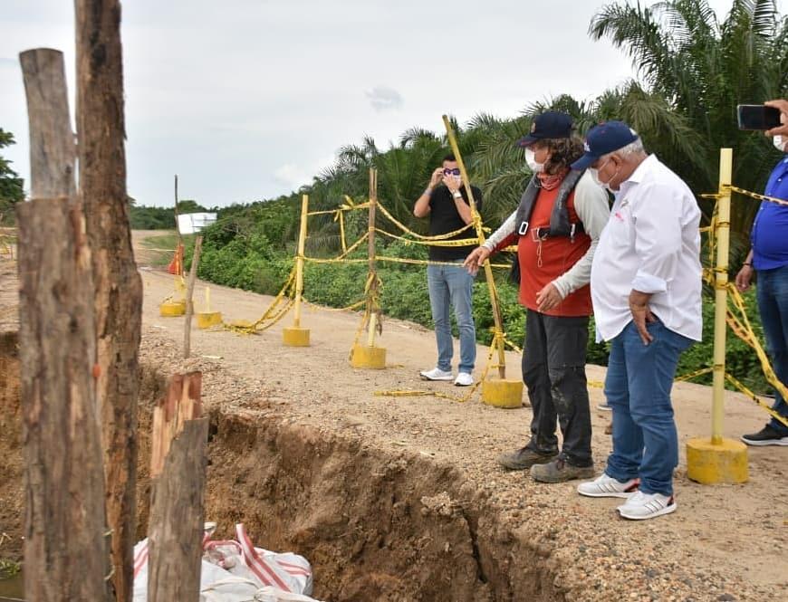 Tete Samper vio de cerca la magnitud de la erosión en la vía Salamina-el Piñón.
