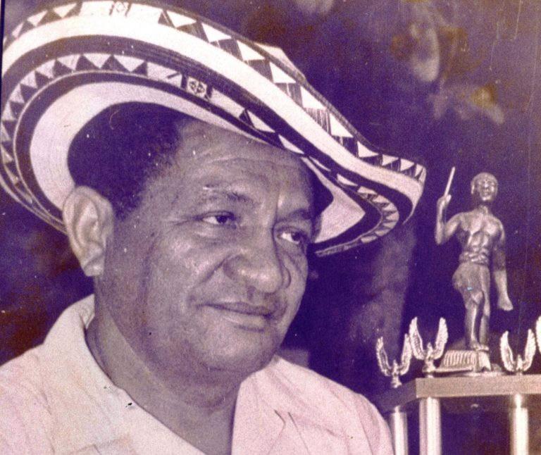 'El Pollo Vallenato' tuvo el honor de tocar en Colombia el primer acordeón con 31 botones y 12 bajos. El instrumento de fuelle lo trajo al país Antonio Fuentes, propietario de Discos Fuentes.