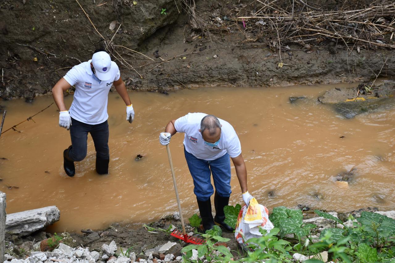 Jornada de limpieza en la quebrada Tamacá.