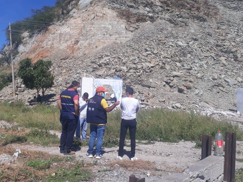 Parte del cerro Ancón se desmoronó generando una emergencia.