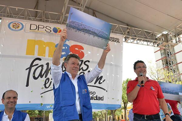 En el año 2013, el entonces presidente Juan Manuel Santos levantó en sus manos el rénder del que, supuestamente, iba a ser el estadio Sierra Nevada.