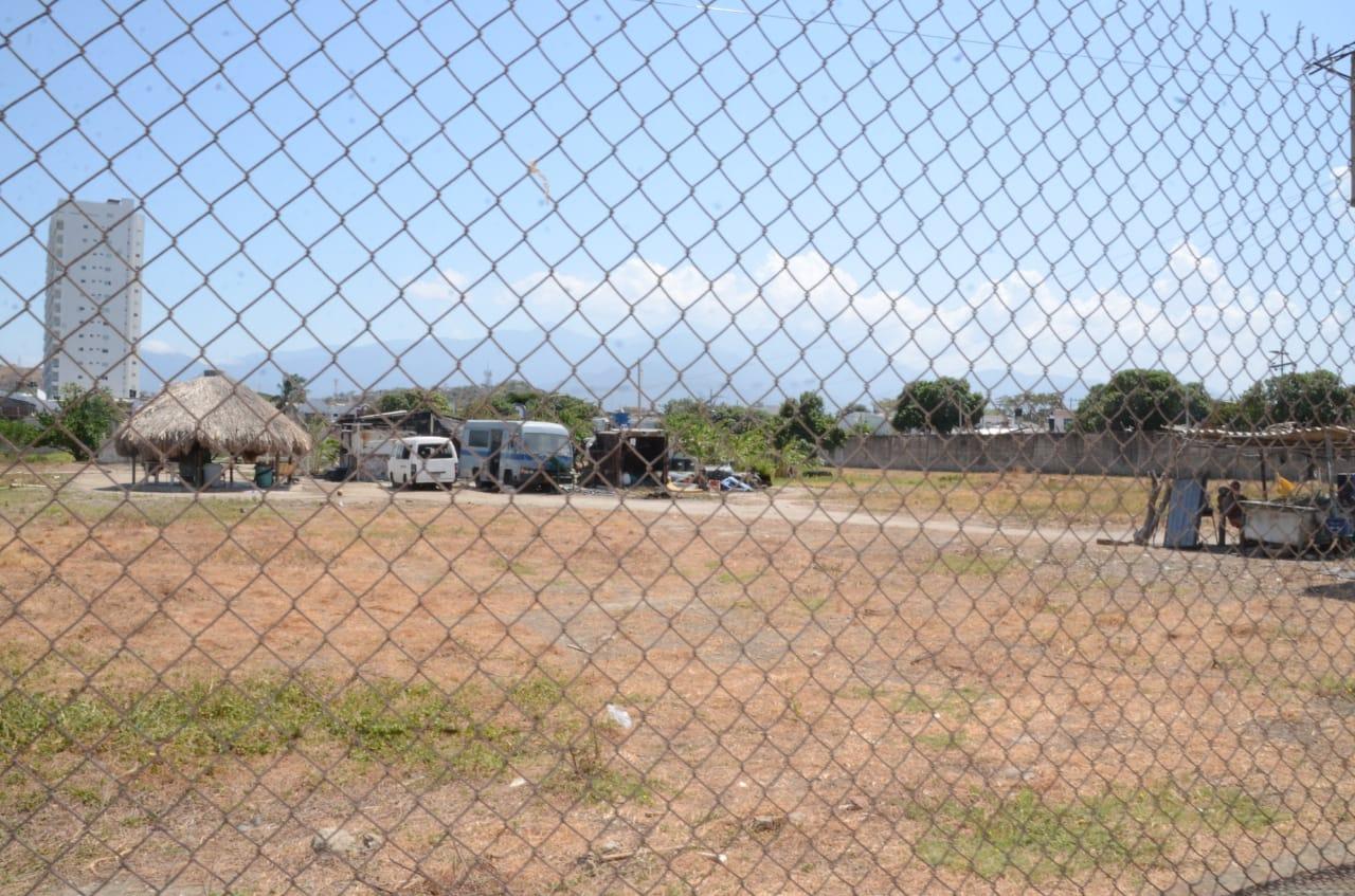 En el lote donde queda la granja serán construidas las estructuras modulares.