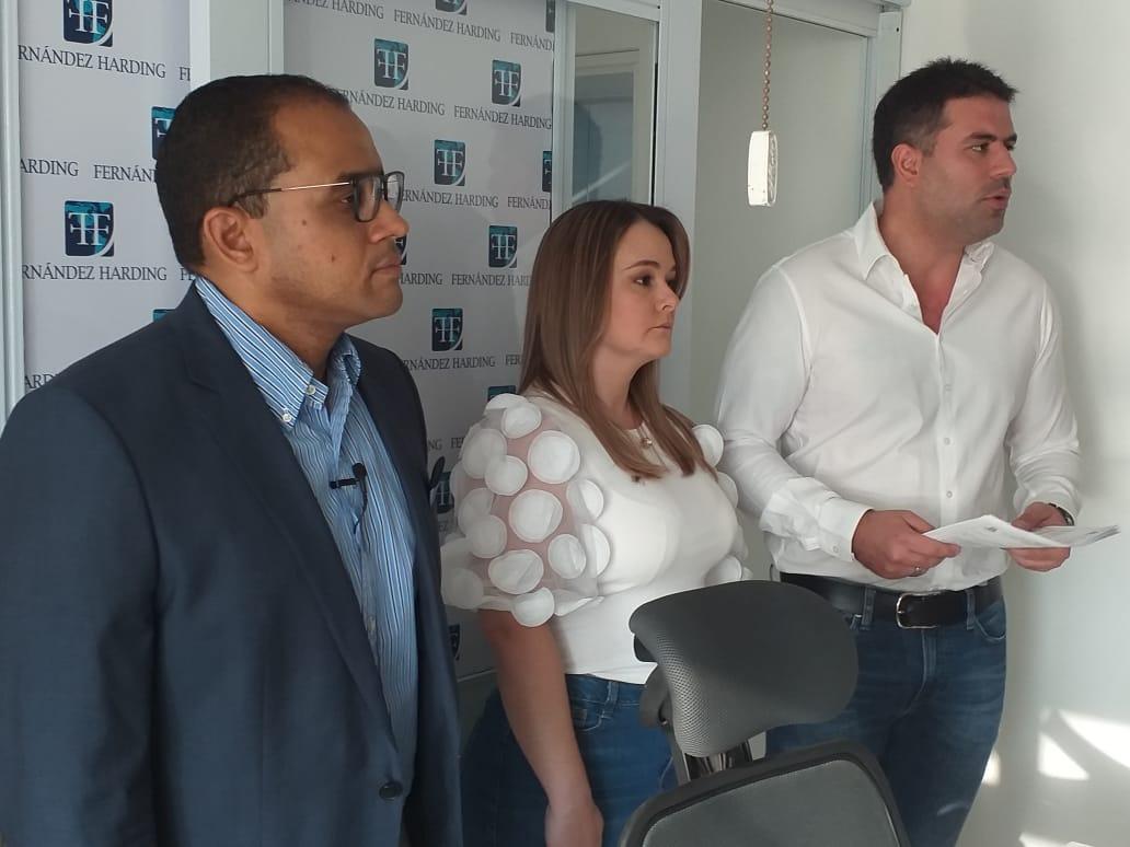 El abogado Alex Fernández, apoderado de los empresarios Allan Scalzo Gómez y Marta Olarte Coronado