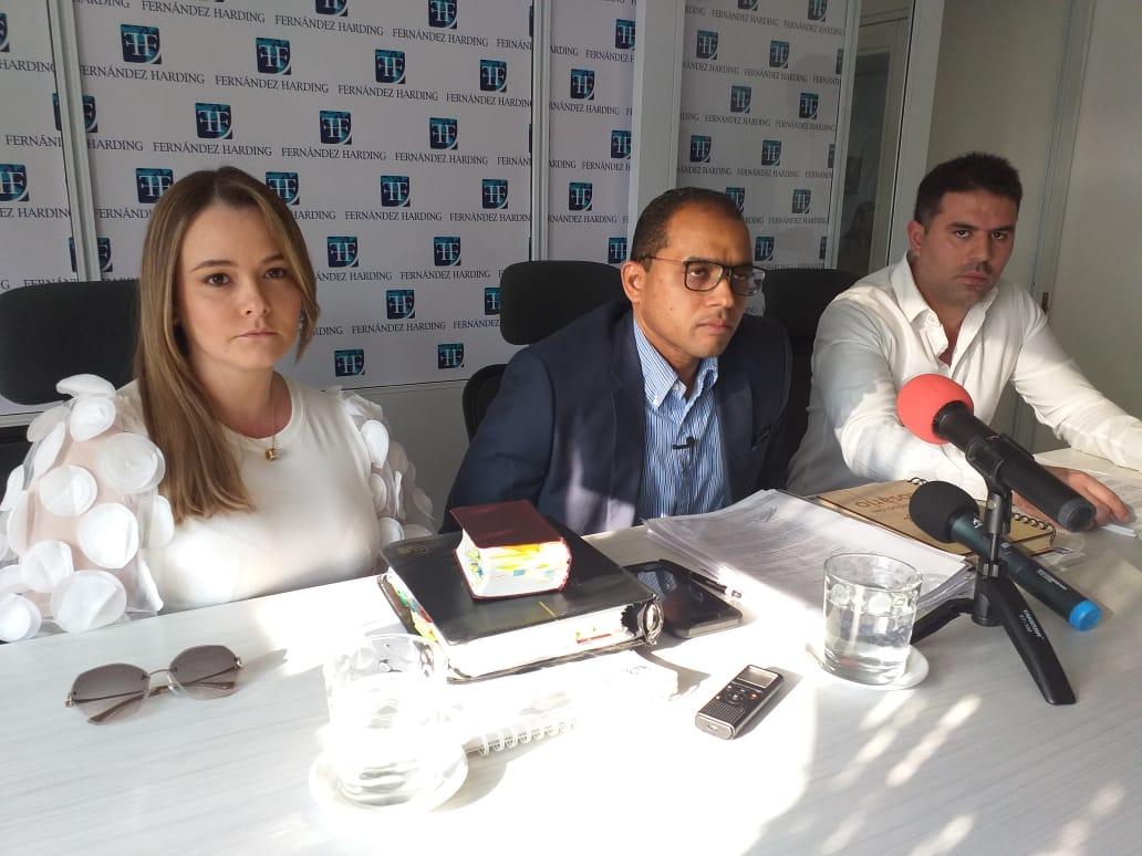 Fernández señaló que tres personan intentaron sobornar a un recluso con el fin de inculpar a sus defendidos.