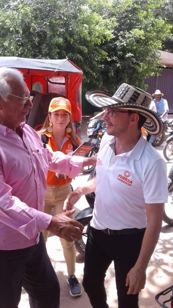 Roberto Campo Severini en campaña con Carlos Caicedo.