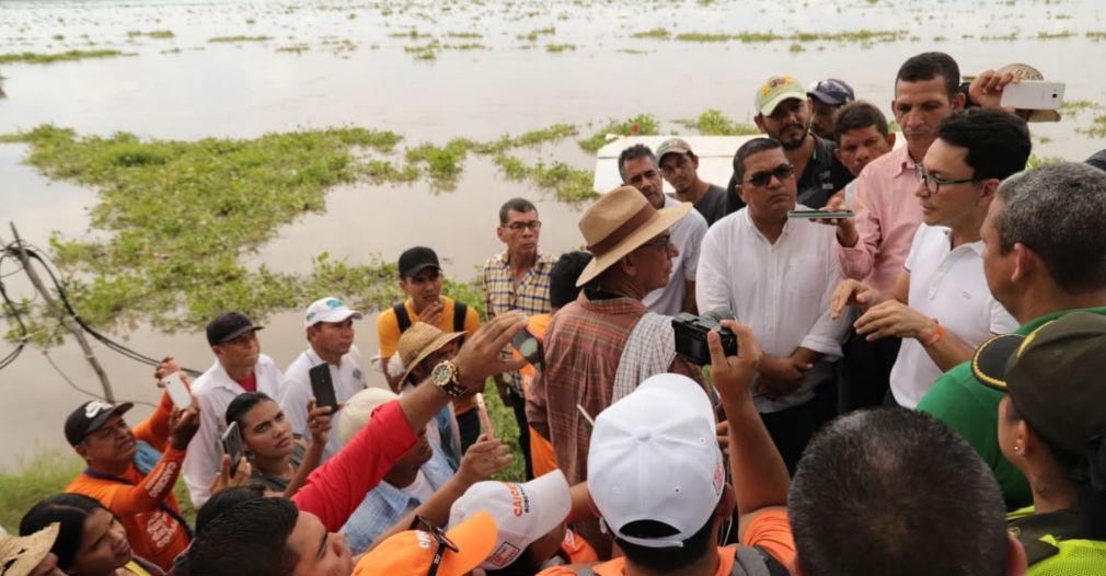 Carlos Caicedo visitó la comunidad días después de haber ganado en las elecciones regionales.