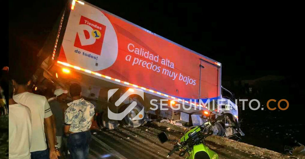 Camión accidentado en Tasajera.