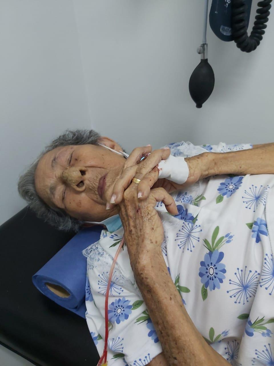 Doña Matilde en la clínica.