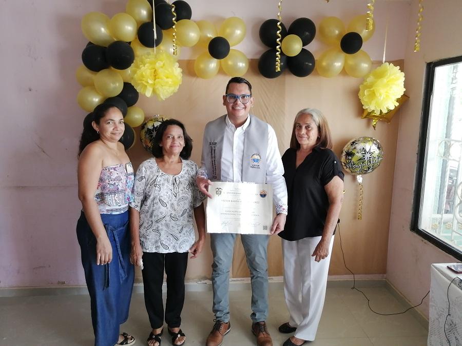 Los graduados compartieron con sus familiares un nuevo sueño cumplido.